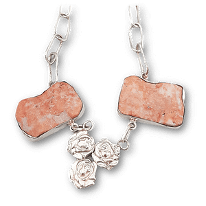 Collar de plata con materiales sostenibles